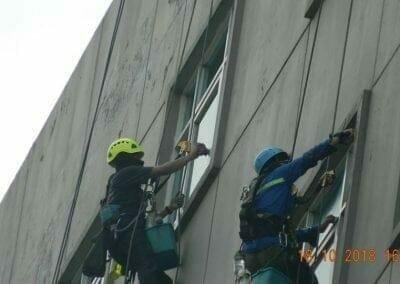 pembersih-gedung-cuci-kaca-gedung-hotel-oria-22