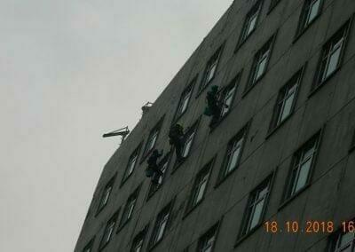 pembersih-gedung-cuci-kaca-gedung-hotel-oria-24