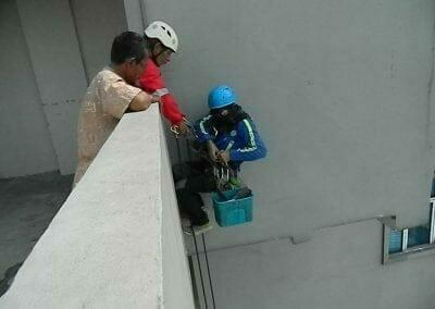 pembersih-gedung-cuci-kaca-gedung-oria-hotel-05
