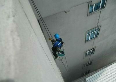 pembersih-gedung-cuci-kaca-gedung-oria-hotel-07