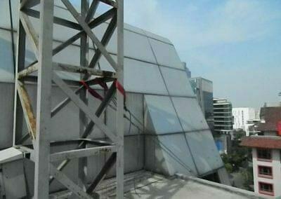 pembersih-gedung-cuci-kaca-gedung-oria-hotel-10