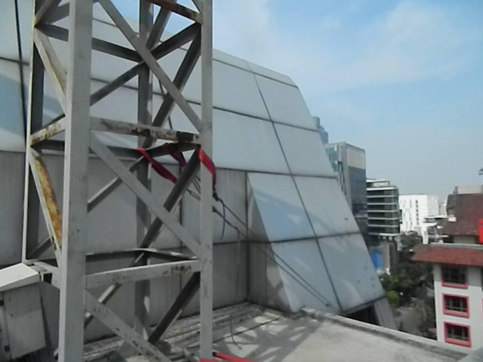 pembersih gedung cuci kaca gedung oria hotel 10 Cuci