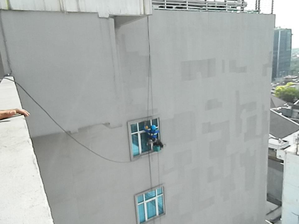 pembersih gedung cuci kaca gedung oria hotel 15 Cuci