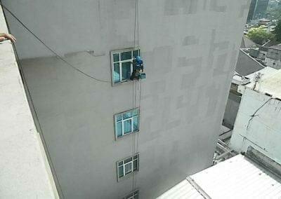 pembersih-gedung-cuci-kaca-gedung-oria-hotel-16