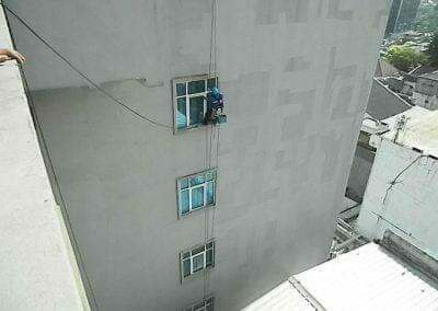pembersih-gedung-cuci-kaca-gedung-oria-hotel-17