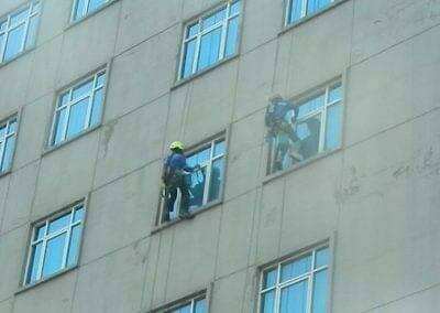 pembersih-gedung-cuci-kaca-gedung-oria-hotel-25