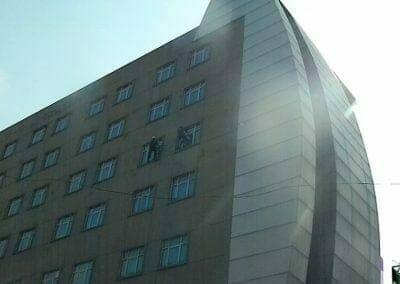 pembersih-gedung-cuci-kaca-gedung-oria-hotel-26
