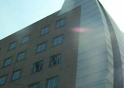 pembersih-gedung-cuci-kaca-gedung-oria-hotel-28