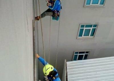 pembersih-gedung-cuci-kaca-hotel-oria-03