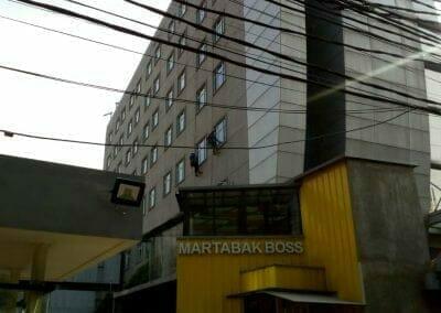 pembersih-gedung-cuci-kaca-hotel-oria-11