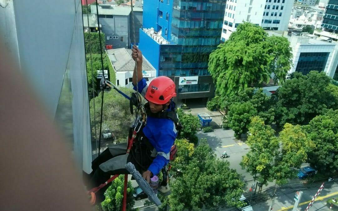Pembersih Gedung | Cuci Kaca Oria Hotel Jakarta Pusat Hari 4