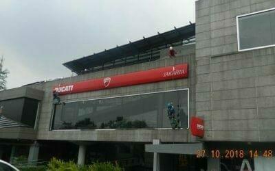 Pembersih Kaca Gedung Ducati Indonesia Hari Terakhir