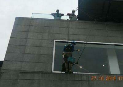 pembersih-kaca-gedung-ducati-03