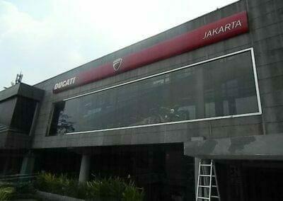 pembersih-kaca-gedung-ducati-indonesia-01