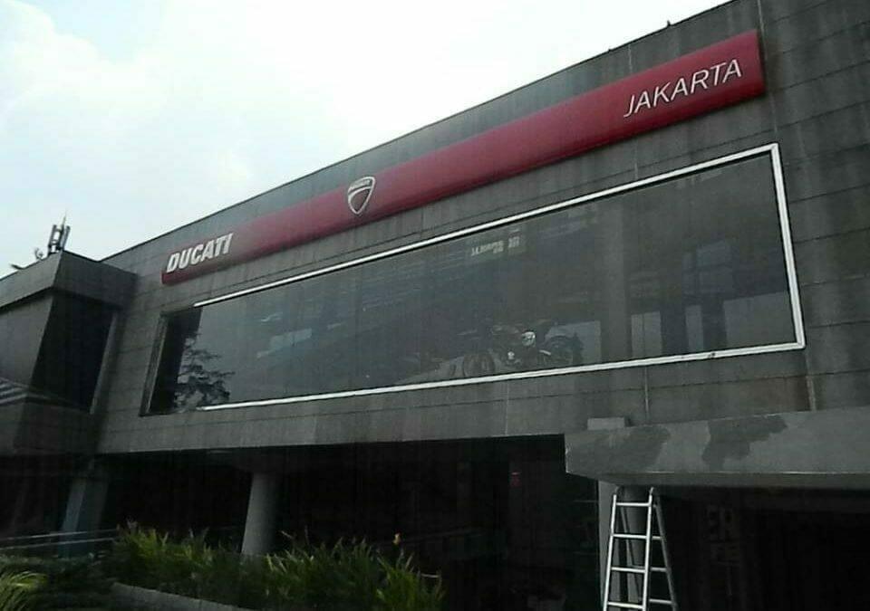 Pembersih Kaca Gedung | Cuci Kaca Gedung Ducati Indonesia