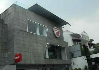 pembersih-kaca-gedung-ducati-indonesia-03