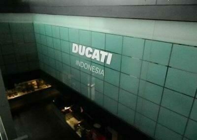 pembersih-kaca-gedung-ducati-indonesia-15