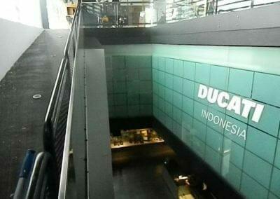 pembersih-kaca-gedung-ducati-indonesia-16
