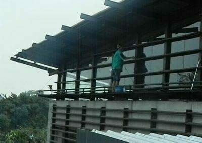 pembersih-kaca-gedung-ducati-indonesia-40