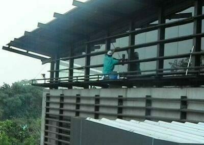 pembersih-kaca-gedung-ducati-indonesia-41