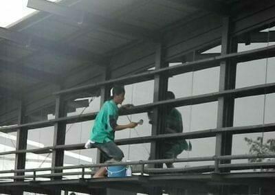 pembersih-kaca-gedung-ducati-indonesia-42