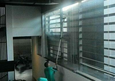 pembersih-kaca-gedung-ducati-indonesia-49
