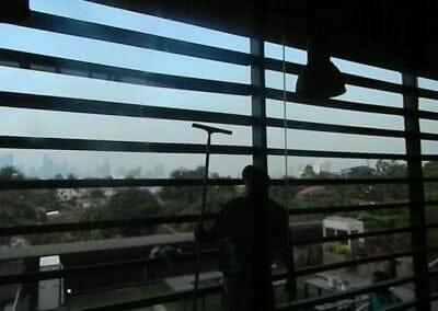 pembersih-kaca-gedung-ducati-indonesia-56