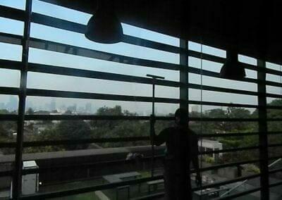 pembersih-kaca-gedung-ducati-indonesia-58