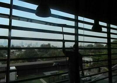 pembersih-kaca-gedung-ducati-indonesia-59
