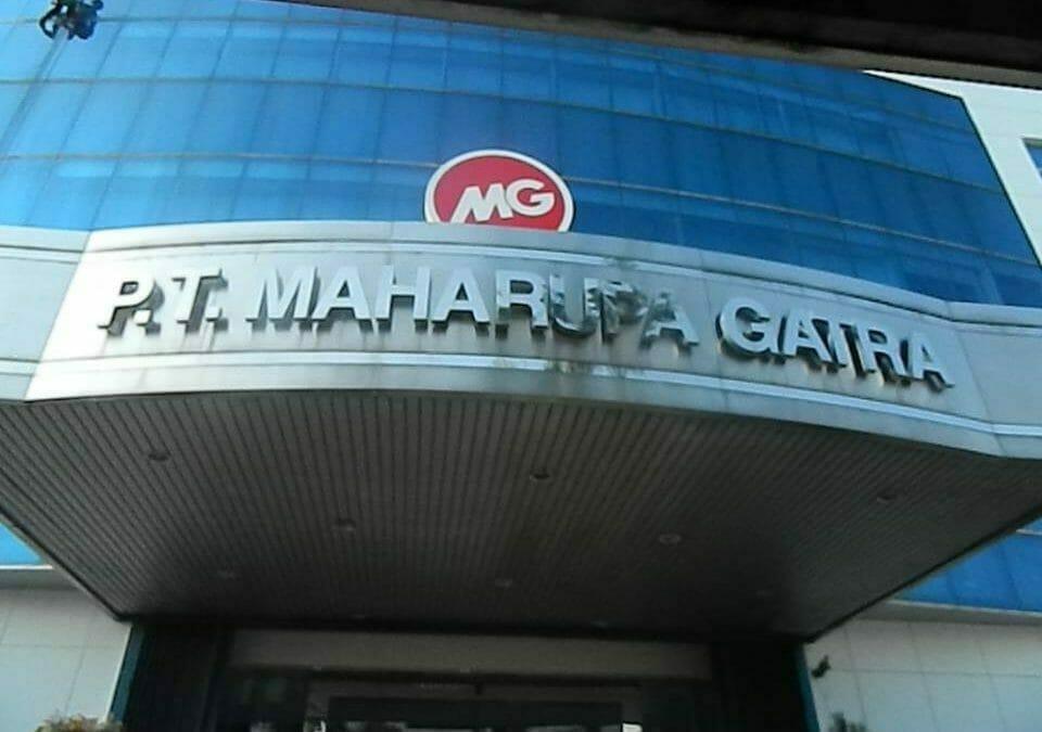 Pembersih Kaca Gedung | Cuci Kaca Gedung MG Sports And Music