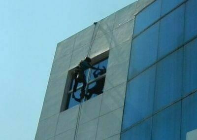 pembersih-kaca-gedung-mg-sports-02