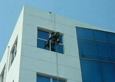 pembersih-kaca-gedung-mg-sports-09