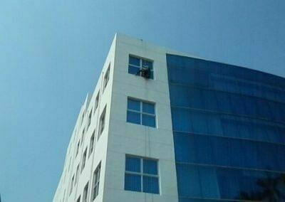 pembersih-kaca-gedung-mg-sports-11
