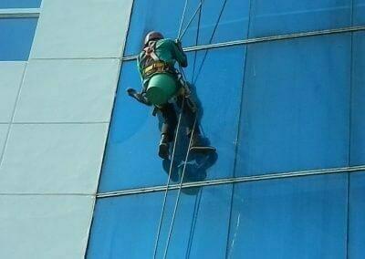 pembersih-kaca-gedung-mg-sports-35