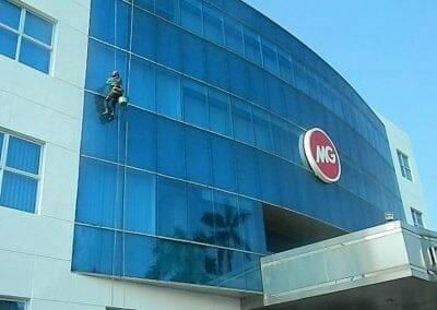 pembersih-kaca-gedung-mg-sports-39