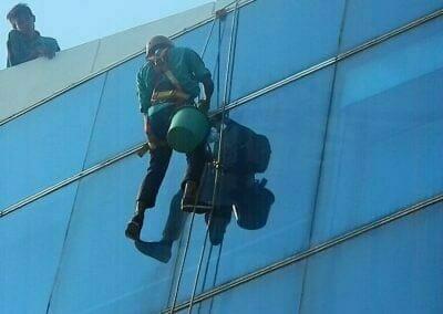 pembersih-kaca-gedung-mg-sports-46