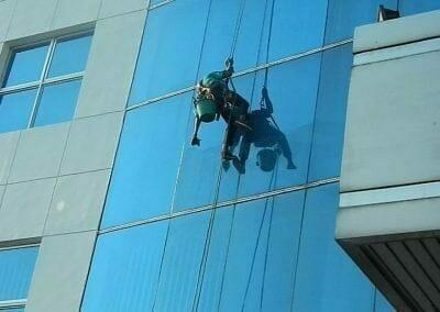 pembersih-kaca-gedung-mg-sports-51