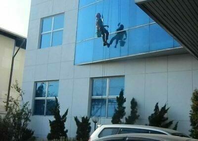pembersih-kaca-gedung-mg-sports-57