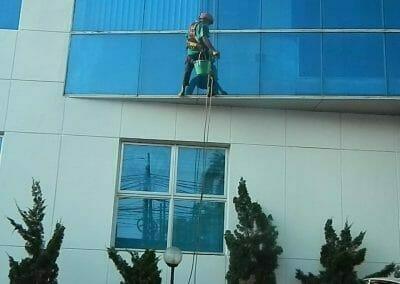 pembersih-kaca-gedung-mg-sports-58