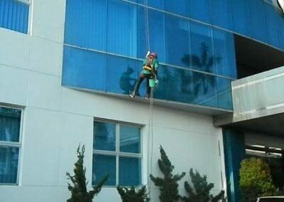 pembersih-kaca-gedung-mg-sports-60