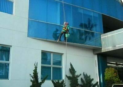 pembersih-kaca-gedung-mg-sports-61