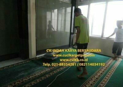 cuci-karpet-mesjid-jami-darul-falah-08