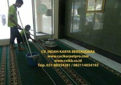 cuci-karpet-mesjid-jami-darul-falah-10
