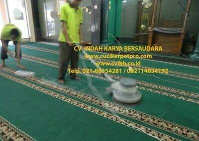 cuci-karpet-mesjid-jami-darul-falah-11