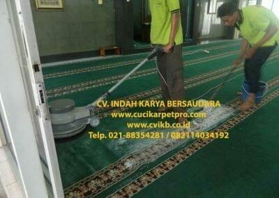 cuci-karpet-mesjid-jami-darul-falah-12