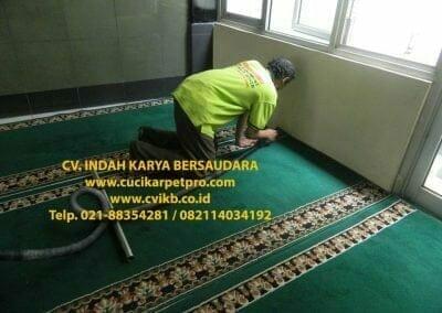 cuci-karpet-mesjid-jami-darul-falah-16