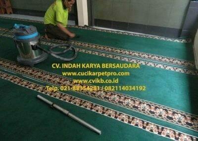 cuci-karpet-mesjid-jami-darul-falah-17