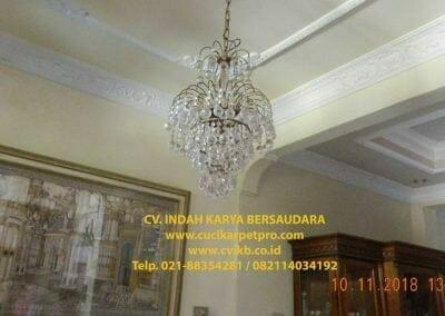 cuci-lampu-kristal-bapak-syafri-01