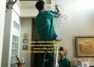 cuci-lampu-kristal-bapak-syafri-06