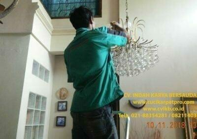 cuci-lampu-kristal-bapak-syafri-08